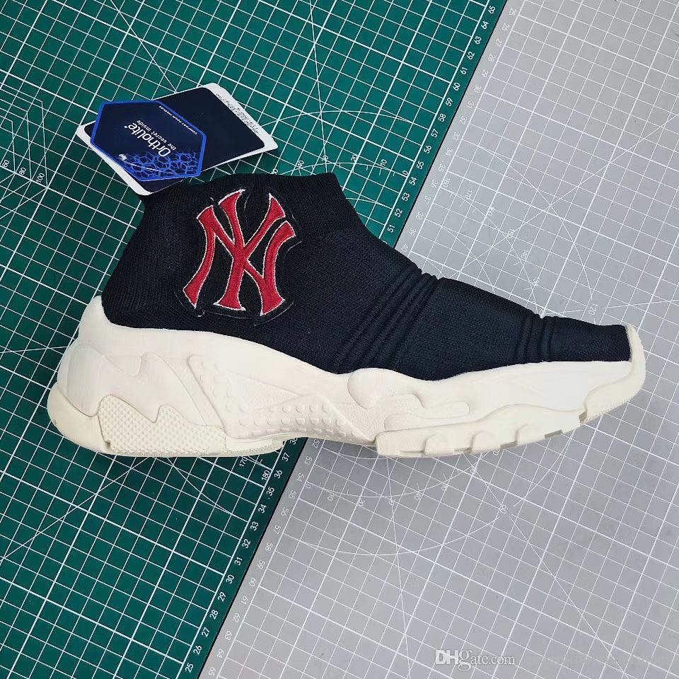 Excelentes Hombres Mujeres Zapatos para correr Corea SS19 Negro Rojo BIG Ball Socks Short Hose Jogging Shoes With Original Box Shipping