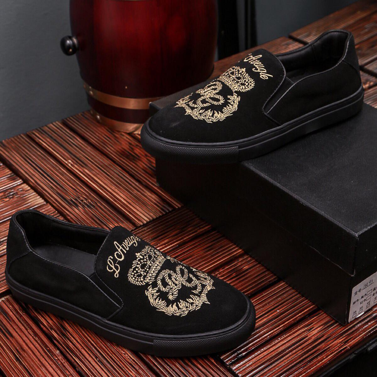 2019 New Mens Designer Luxury Casual Shoes Embroidery Black Golden Slip on Breathable Fashion Shoes Street Style Top Quality with Box 9944CE