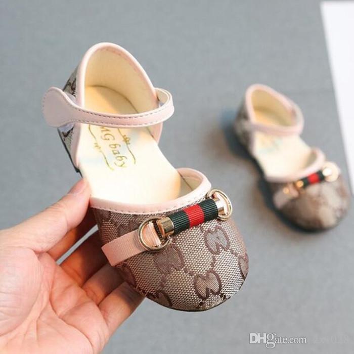 9f4a74331a571 Détail printemps et automne bébé chaussures nouveau-né classique ...