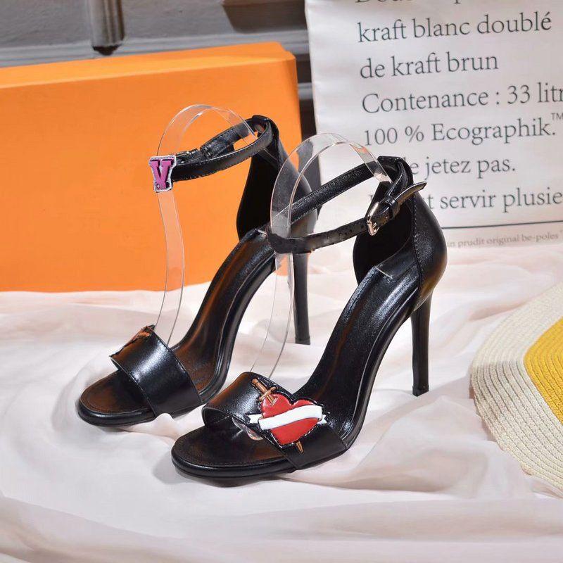 782c72611c5be Satın Al Lüks Geri Geri Sandal 1A4E2A Patent Buzağı Deri Siyah Kalp Sandal  1A4Mot Deri Taban 10.5 Cm / 4.1 Inç Topuk Yüksek Topuklu Sandalet 0L01, ...
