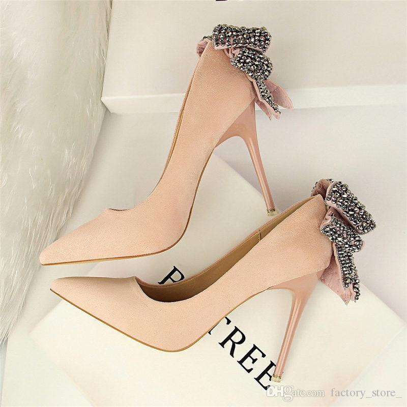 79c30162bc Compre Senhoras Borboleta Nó Saltos Pretos Strass Saltos Mulheres Sapatos  De Cristal Valentine Sapatos Extremos Sapatos De Salto Alto Mulheres  Partido ...