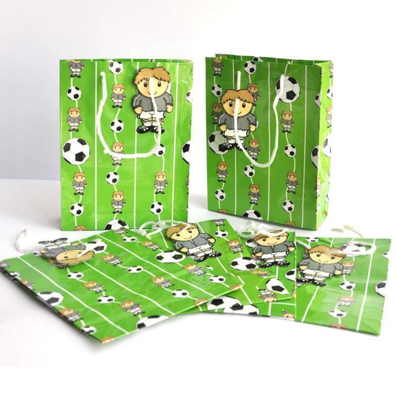 c72063d9f Compre 6 Unids / Set Tema De Fútbol Lindo Fiesta Regalo Bolsa De Papel Bolsa  De Regalo Con Asas De Dibujos Animados De Fútbol Niño Papel Compras De  Navidad ...