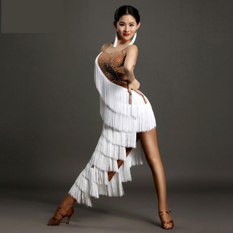 Acquista 2019 Reale Vestito Frangia Latino Vestito Latino Sala Da Ballo  Delle Donne Tango Rumba Cha Samba Danza Costumegb016 Diamante Di Alta  Qualità ... ac433e0a8fa