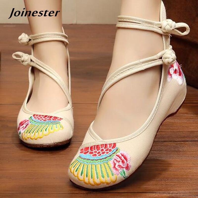 4689e7816f Compre Sapatos De Vestido Floral Bordado Mulheres Outono Bombas Tornozelo  Strap Casual Para Senhoras Botão Étnica Mulher Mocassins Meninas Dançando  Sapato ...