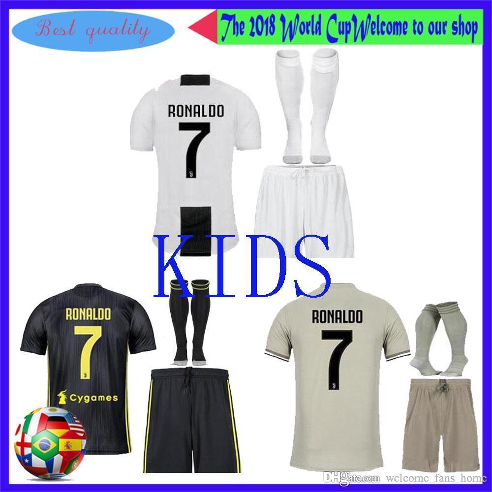 new styles cf7ce c2713 Maglia da calcio Junior Kit Juventus 18/19 # 7 Maglia da calcio Junior  RONALDO 2019 # 10 DYBALA # 5 PJANIC Maglia da calcio da ragazzo 3 ° Jersey  + ...