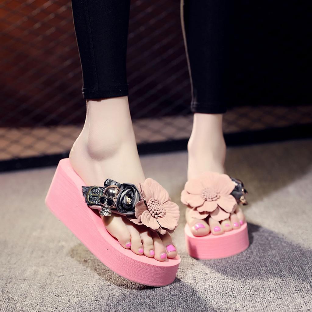 Acquista Estate Scarpe Donna Moda Fiore Zeppe Infradito Piattaforma Sandali  Pantofole Spiaggia Scarpe Pantofole Zapatillas Chinelo Sandalia A  23.7 Dal  ... 83975d299c4