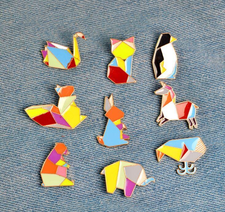 48586bc0699c Compre 2019 Nueva Moda De Alta Calidad Origami Animal Pin De Solapa Esmalte  Pins Elefante Conejo Conejo Oso Ardilla Ballena Pony Pingüino Fox Diseño A   0.79 ...