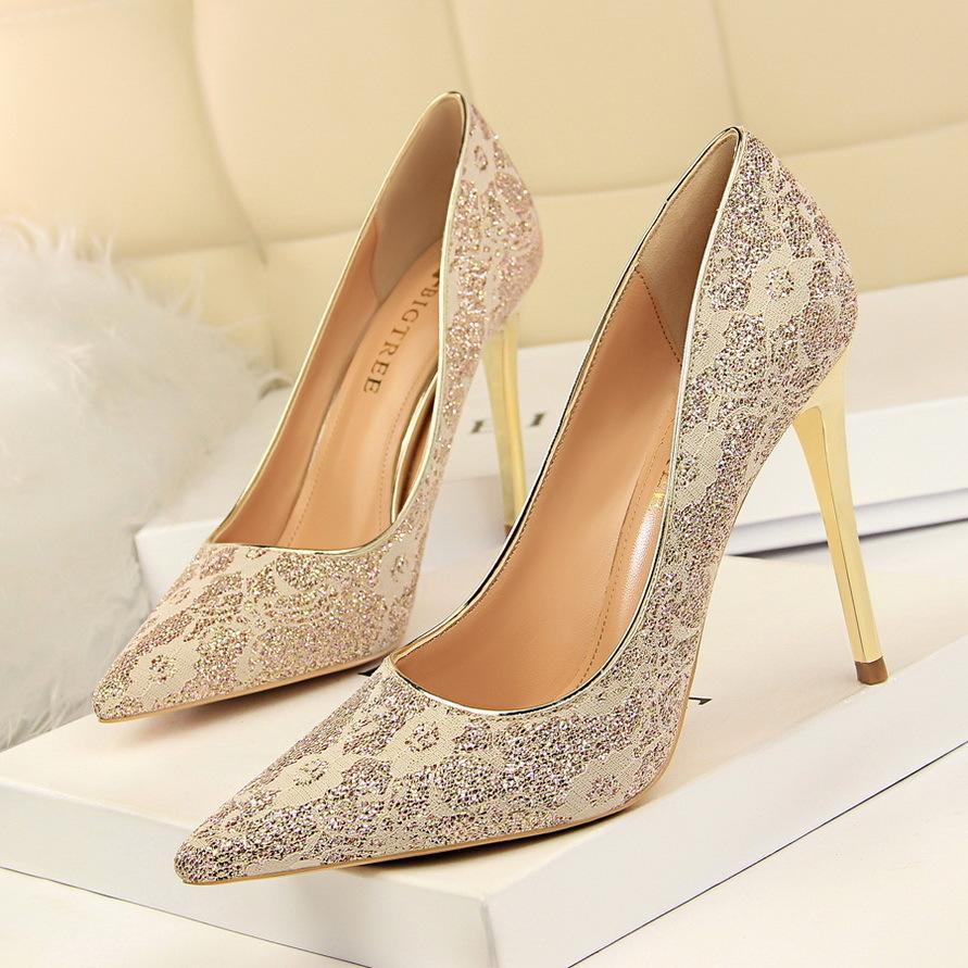816fe71bd Compre Novos Sapatos De Salto Alto Dedo Apontado Rasa Bombas Mulheres Design  De Luxo Lace Bling Moda Sexy Stiletto Festa De Casamento Sapatos De Noiva  ...