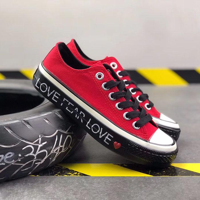 2019 New famous Shoes Men Women Brand Sneakers Casual Low Top Classic Skateboard Canvas Designer D5
