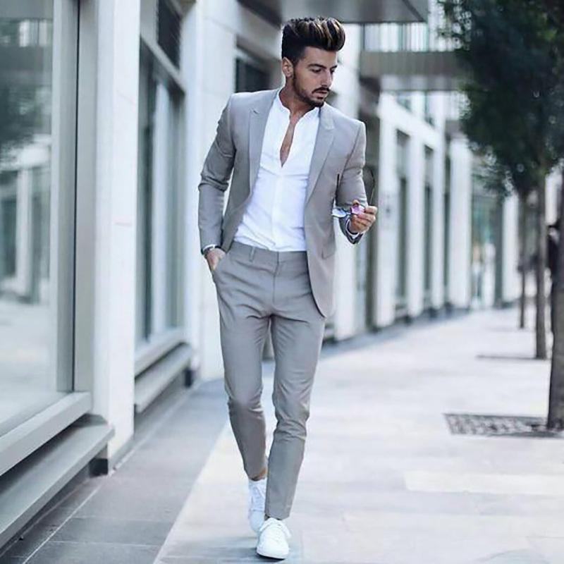 Compre 2018 Los Últimos Diseños De Pantalón De Abrigo Trajes De Hombres  Grises Casuales Para Negocios De Bodas Calle Elegante Simple Traje De Terno  De Los ... 8080b8824c5