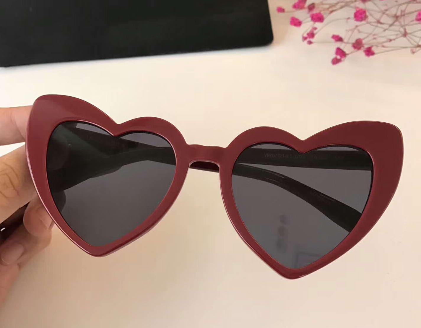 877b51cfc0 Compre Gafas De Sol Con Forma De Corazón Con Forma De Corazón Para Mujer  Olas Negras Gafas De Protección Marca De Moda Con Estuche A $91.79 Del  Cangshou ...