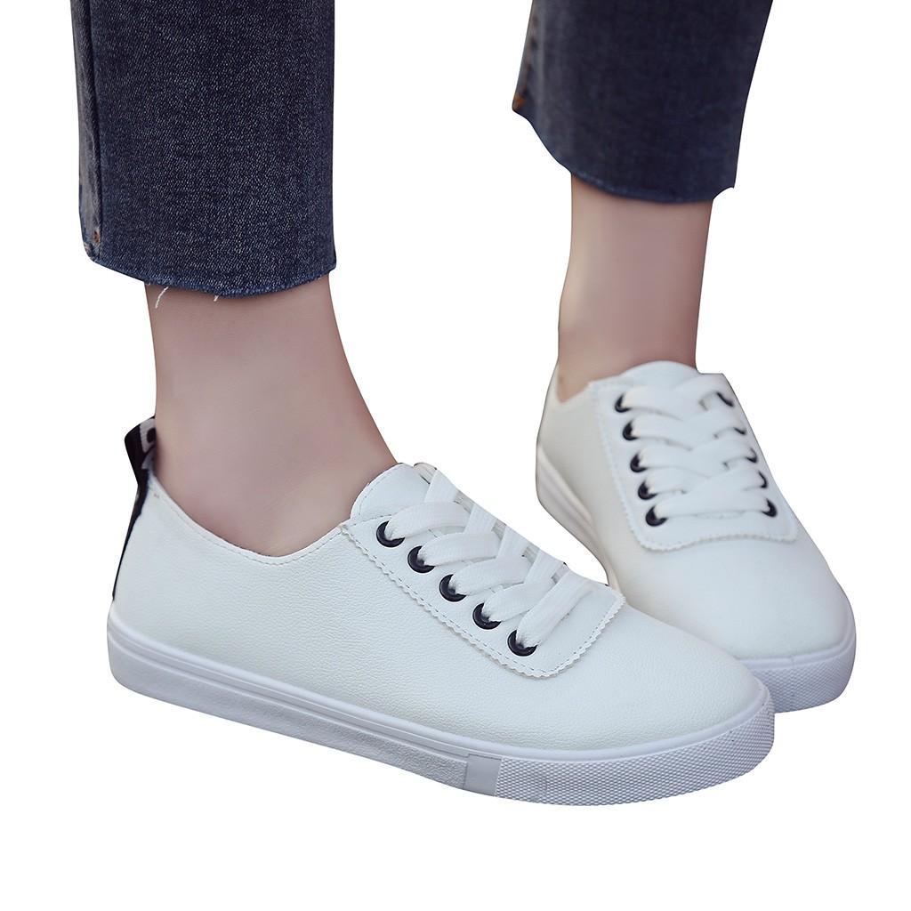 defd69cb5e124 Compre Primavera Verano Zapatos Blancos Planos Pisos Fresco Remache Dorado Zapatos  Planos Mujeres Mocasia Mujer Tablero De Cuero Zapatillas De Deporte ...