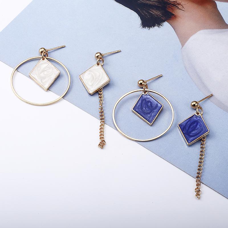 2018 Yeni Sıcak! Moda Güzel Takı Güzel Altın Renk Deldi Rhinestone asimetrik Kare Saplama Küpe Kadınlar Hediye Için e0340