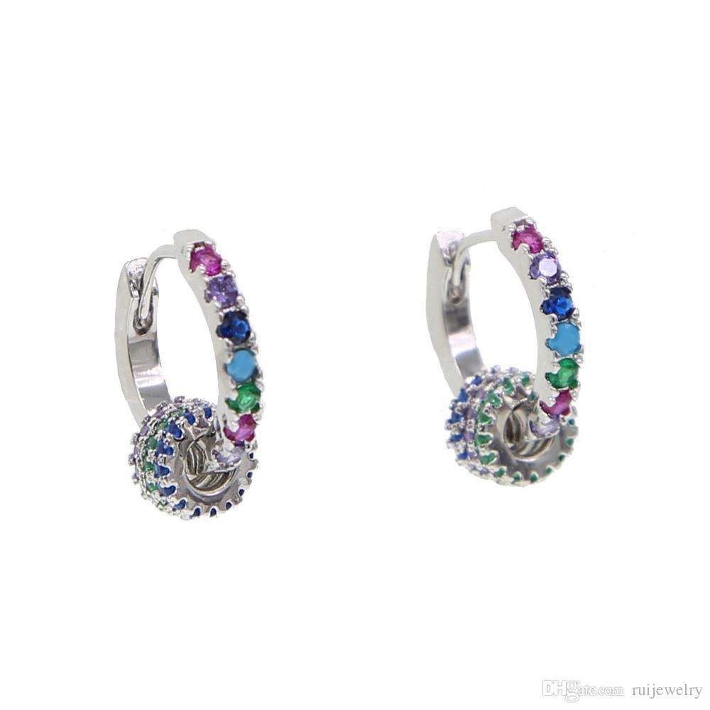 457f5f20e1ee Compre Pequeño Arco Iris Cz Aro Pendiente Con 3 Mini Diverso Color ...