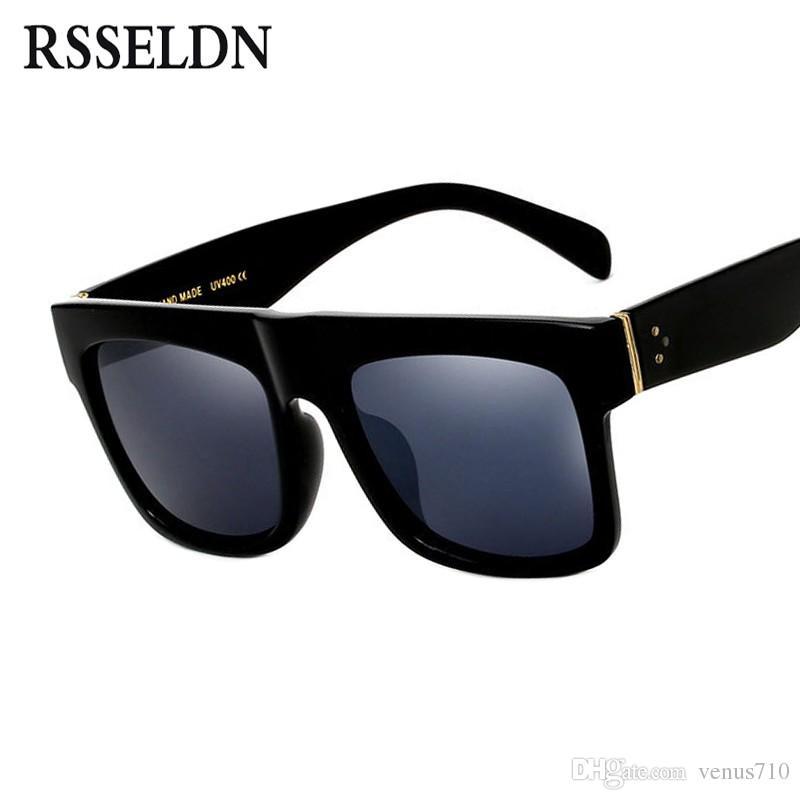 7af83257f Compre RSSELDN Flat Top Óculos De Sol Oversize Óculos De Proteção Dos  Homens Quadrados Óculos De Sol Das Mulheres Moda Famosa Rebite Preto Do Vintage  Tons ...