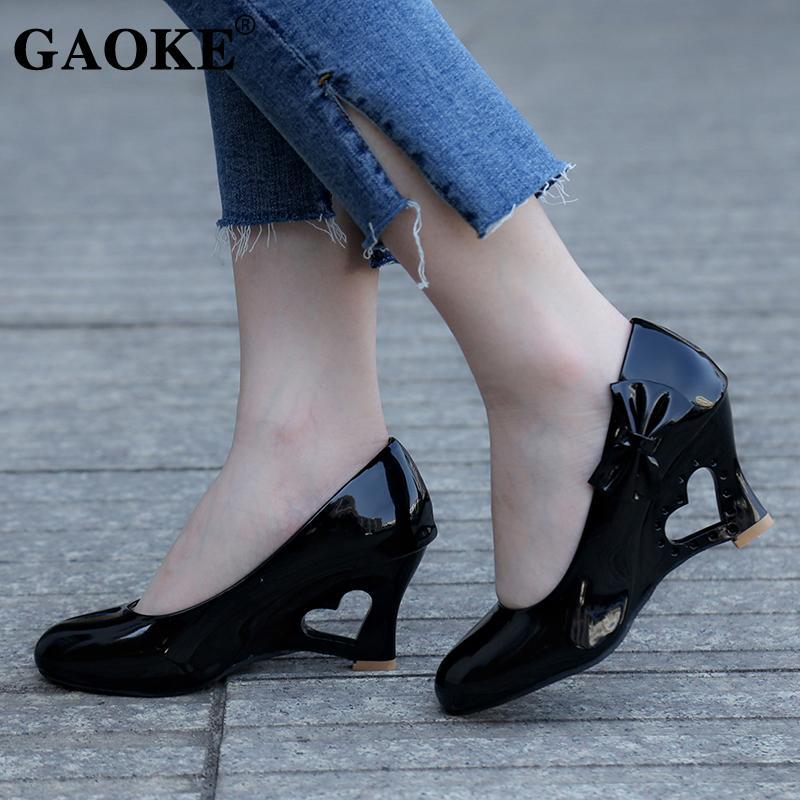 9cd5330dd3b Compre Diseñador Zapatos De Vestir Mujer Bombas Mujer Tacón Alto 2019  Caladas Cuñas Moda Punta Redonda Barco Nupcial Escarda Dama Bombas A  19.87  Del Bags44 ...