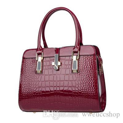 Autumn and winter hot women's bag European and American fashion ladies big bag crocodile pattern shoulder shoulder diagonal package