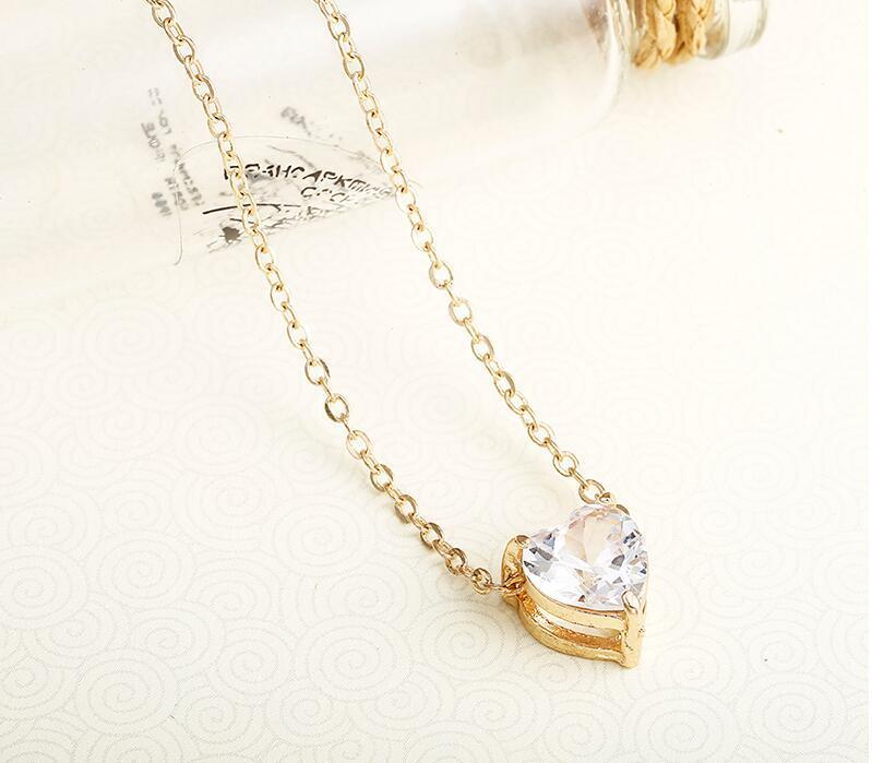 Pingente de Cristal neklace For Women cor dourada simples de cadeia curta brilhante Colar Moda coração para casamento presente de aniversário X41