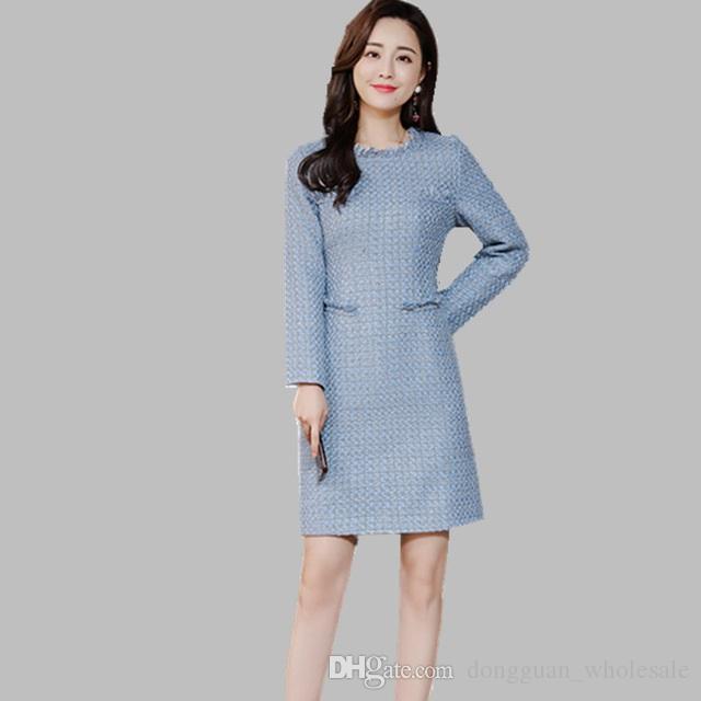 2fec1b9eeb6 Compre 2019 Moda De Otoño E Invierno Cuello Redondo Vestido De Tweed Azul  Ropa De Trabajo Para Mujeres Vestidos Elegantes Vestido De Borla De  Pasarela De ...