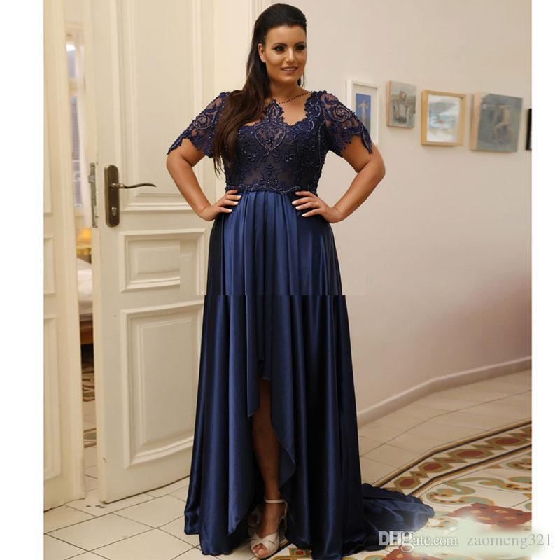 Marineblau High Low Plus Size Prom Kleider mit kurzen Ärmeln Sheer Bateau Neck Perlen Spitze Abendkleider Satin Formal Dress