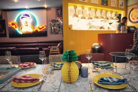 Yaz Tropikal Parti Süslemeleri Petek Ananas Şekilli Masa Merkezinde Hawaii LUAU Plaj Parti Malzemeleri Için