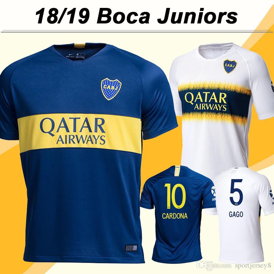 2018 19 Boca Juniors CARDONA GAGO Camisetas De Fútbol TEVEZ ALIBA Inicio  Azul De Visitante Camisetas De Fútbol Blancas Nuevo Club PAVON Short  Camisetas De ... 2d26e4eb6147d
