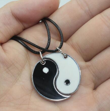 Fashion Unisex 1set / 2pcs Silver Enamel Black White I Ching Bagua Tai Chi Ying Yang Best Friend Pendant Collar Necklace Jewelry