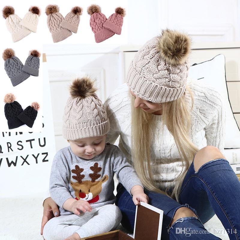 Compre 2019 Invierno Cálido Mamá Bebé Sombreros Madre Hija Gorras De Punto  Niños Niña Pelota De Piel Padre Niño Sombrero De Punto Gorro De Punto A   18.1 Del ... 24356c64801