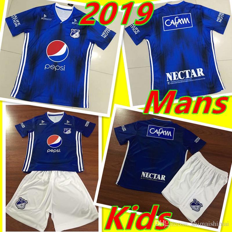 f325fc42 Millonarios FC 2019 2020 NUEVA Camiseta De Fútbol De Calidad Tailandesa  Colombia Mans Niños Maillot 19 20 Camiseta Adultos Liga Colombiana  Juveniles Kit ...