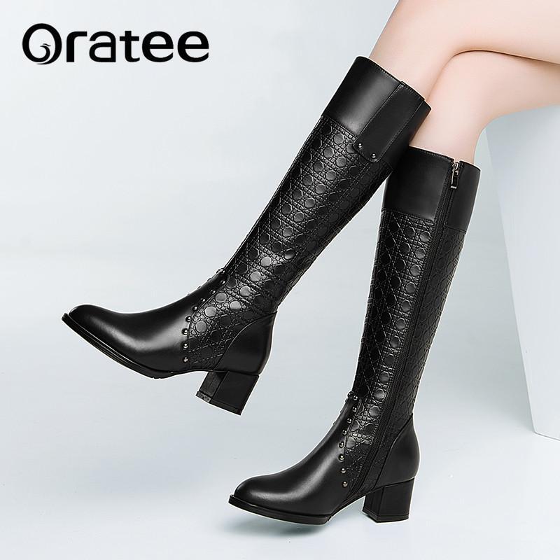 a8f8770687e Compre Botas De Mujer Botas De Caña Alta De Cuero Genuino Nueva Moda  Remache Tallado Cuadrados Tacones Altos Cremallera Lateral Larga Invierno  Mujer Zapatos ...
