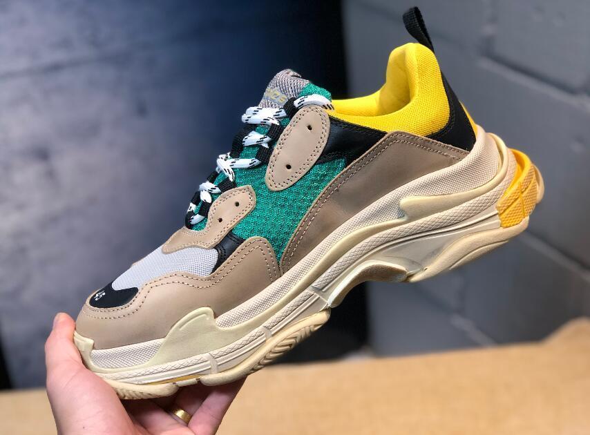 4d7de2d6ae764 Scarpette Da Calcetto 2018 Designer Di Lusso Calzature Sportive Sportive  Triple S Designer Low Old Dad Sneaker Suole Combinazione Stivali Scarpe Da  Donna Da ...