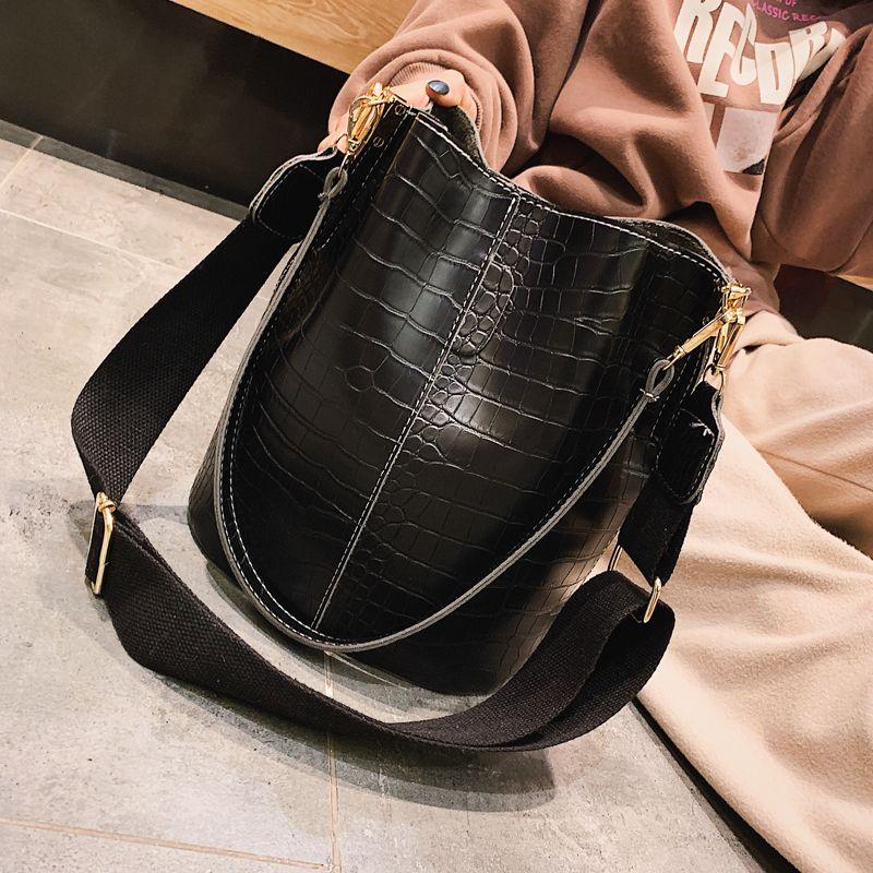 2019 New Women Handbags 5bb54fe37bcf4