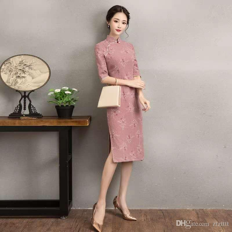 03a98a5ce2 Vintage Cotton And Linen Cheongsam in the Long Lady Temperament ...