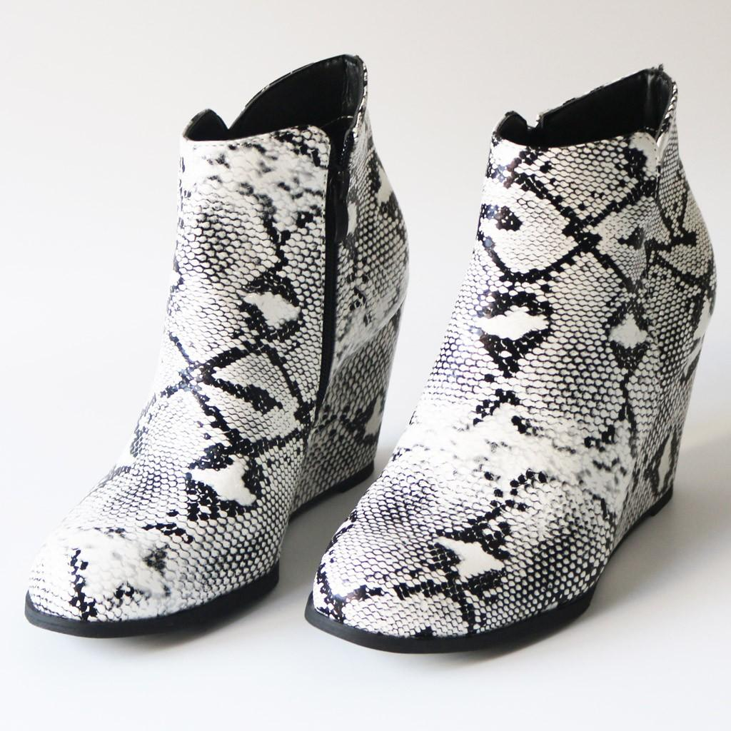 Fashion Women Wedges Zipper Serpentine Printing Short Booties Round Toe Shoes