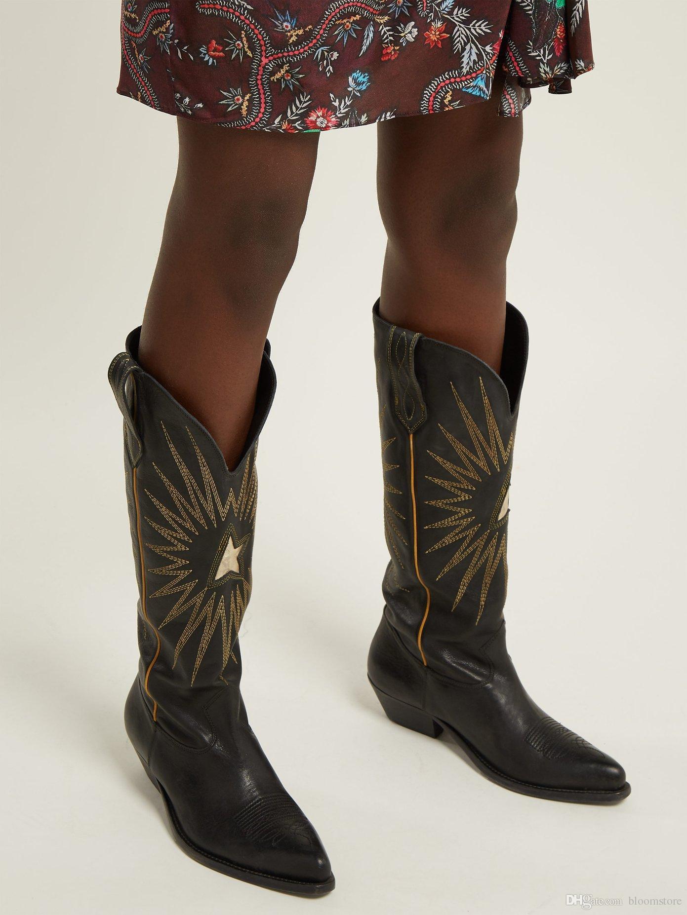 d8fa469274 Compre Bordado De Estrellas Para Mujer De Gamuza Rodilla Botas Altas  Bottines Largos Negro Marrón Diseñador Botas De Vaquero De Invierno Tacones  Gruesos ...