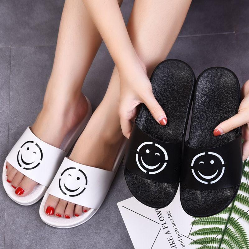 Compre 2019 Black Rubber Slides Moda Sandália Chinelos Verde Vermelho  Branco Tarja Moda Design Das Mulheres Dos Homens Com Caixa Clássico Das  Senhoras Verão ... de10c7d623