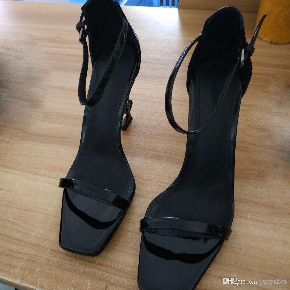 59019b901 Compre 2019 Novo Thrill Saltos Sandálias Partido Mulheres Vestido Sapatos De  Casamento Sexy Letras Sapatos De Couro De Patente De Salto Alto Sapatos De  ...