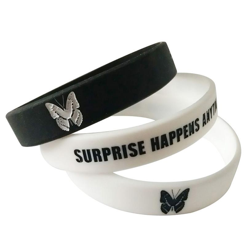 Braccialetti di fascino del silicone della lettera della farfalla di modo le donne Braccialetti di gomma di sport dei braccialetti dei braccialetti di sport delle ragazze