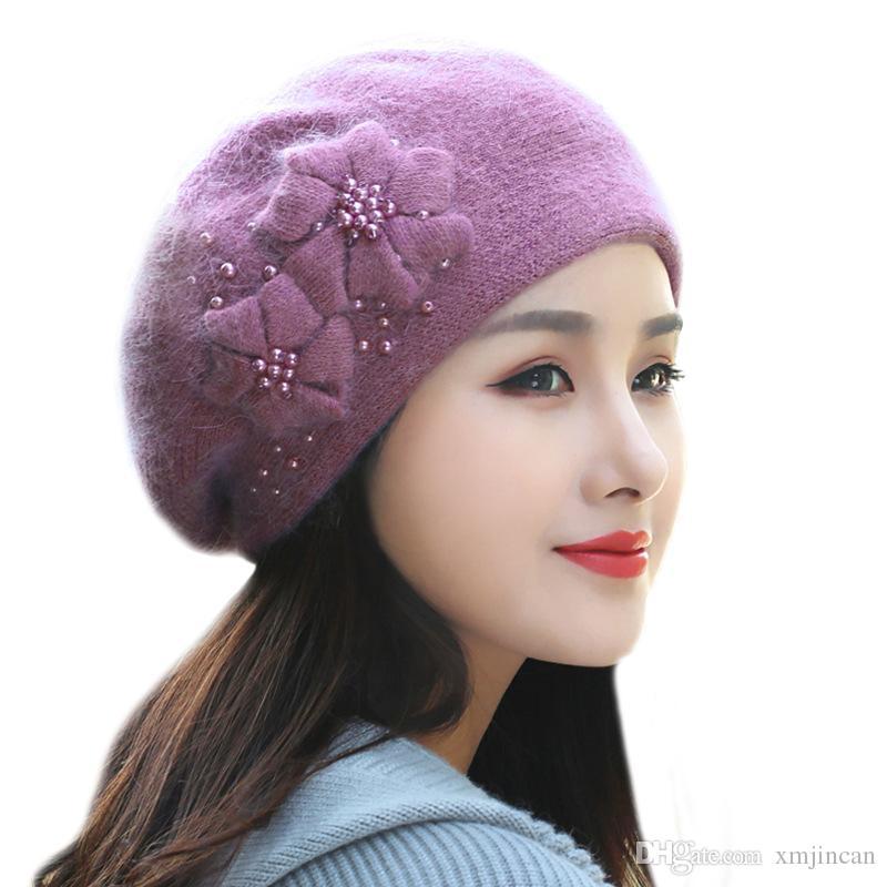 Compre 50 UNIDS   LOTE Invierno Nuevo Sombrero Para Mujeres Doble Flor  Rhinestones Conejo De Piel De Las Mujeres Cap Señoras Elegante Espesar  Boina ... 34b78843ebc