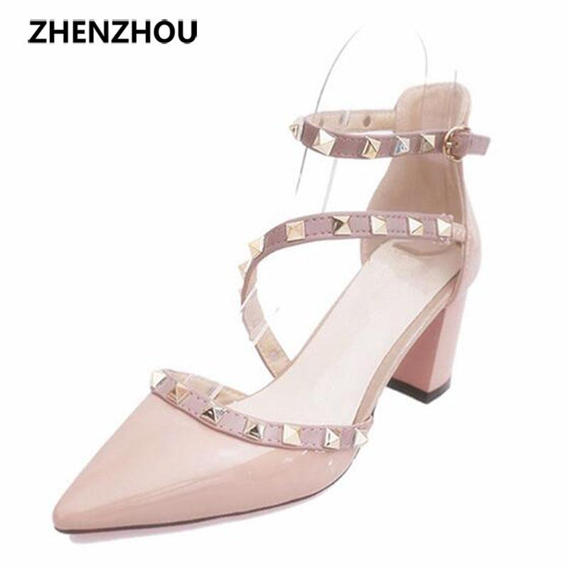 Compre Diseñador De Zapatos De Vestir Para Mujer 2019 Verano Nueva Marca OL  Remache Tacones Altos Puntiagudo Hebilla Sola Oficina Profesional Envío  Gratis A ... 591e500b7ba2