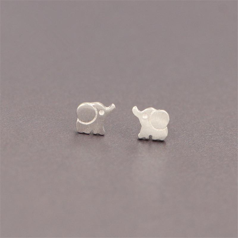 5bfb22c008e7 Niedlichen Tier 925 Sterling Silber Ohrstecker Mode Persönlichkeit Schöne  Elefanten Süße Weibliche Ohrringe für Frauen Mädchen ES106
