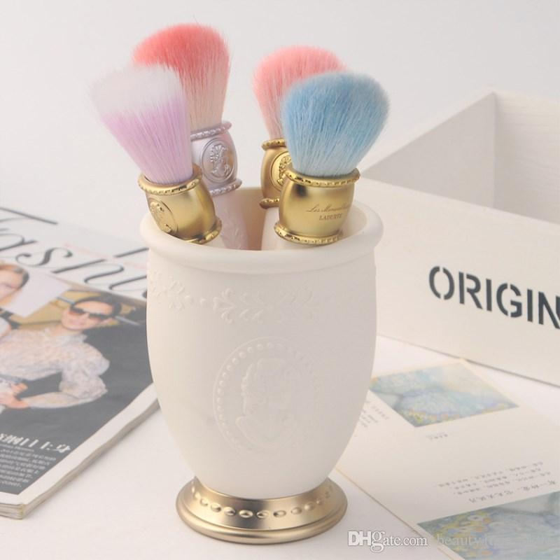 Hot Sale LES MERVEILLEUSES LADUREE 4pcs brush set + 1pc mirror + 1pc Brush Holder makeup Brush set best Quality