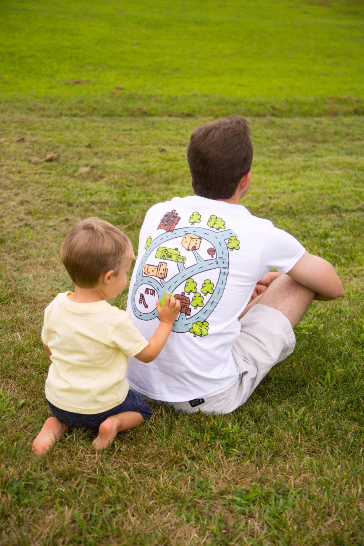 2019 مطابقة الأسرة قميص تتسابق السيارات ومضمار سباق هدية لأبي أمي سيارة لعبة تلعب حصيرة المسار على ظهره S-XXL