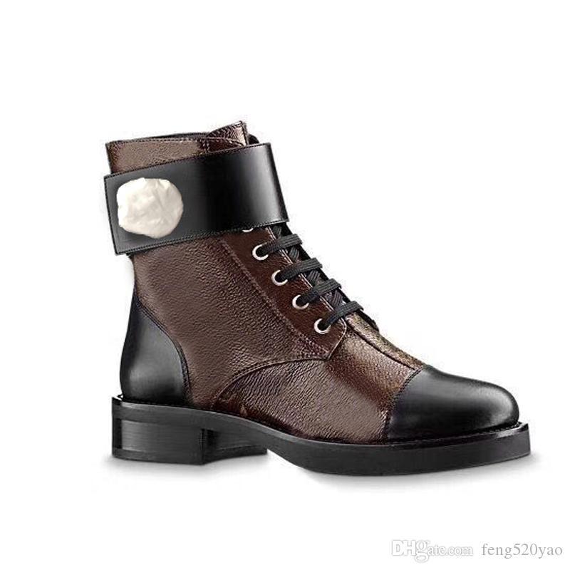 مارتن الأحذية مصمم المرأة طيور النحام الحب السهم بالميداليات 100٪ جلد حقيقي الصحراء التمهيد US5-11 الشتاء معدن مشبك حذاء امرأة الفاخرة 41 42
