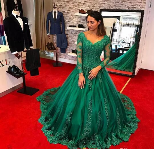 2019 Green Ball Gown Evening Dresses Illusion Long Sleeves V Neck Beading Long Special Occasion Dresses Celebrity Gowns Prom