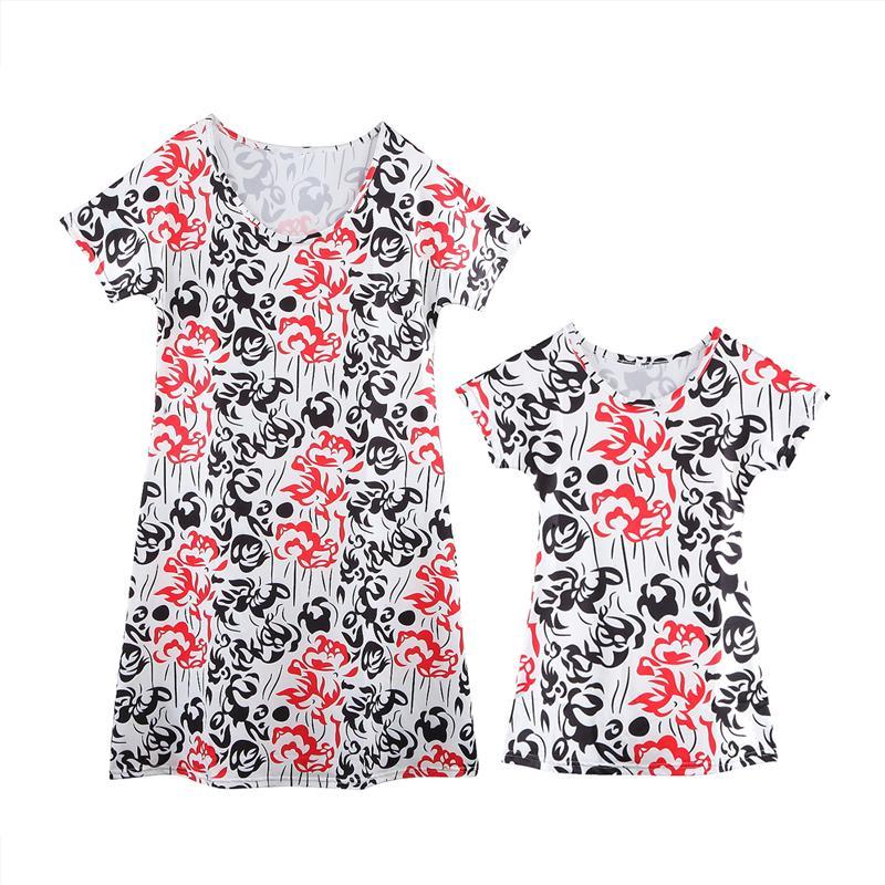 Nuova mamma e la congruenza Bambini floreale Boho Famiglia Outfits bambino delle ragazze dei capretti breve manicotto Mini Dressses