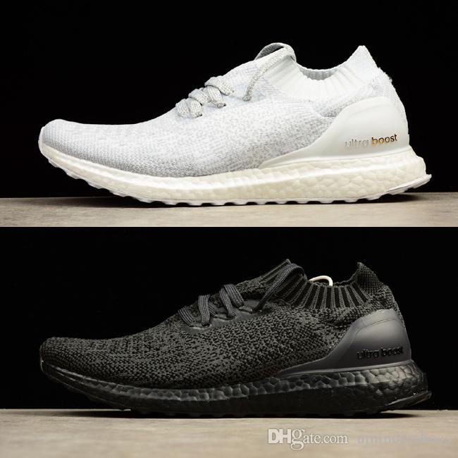 Kaufen Sie Ultra Boosts Uncaged UltraBoost Triple Schwarz Weiß Schuhe. Hochwertige, ultrabooste, nicht ausgetragene Sneakers sind in Damengrößen von