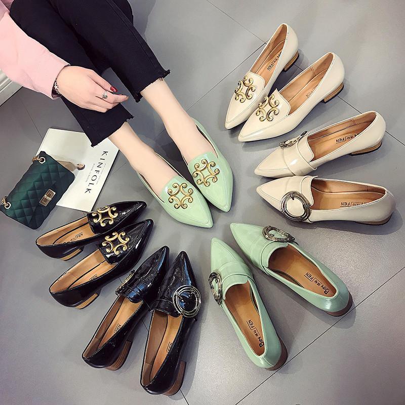 b2a363b8c Compre Sapatos De Grife Mulheres De Luxo 2018 Sapatos Baixos Mulher  Mocassins De Couro Patente Zapatillas Mujer Deslizamento Ocasional Em  Sapatos Para As ...