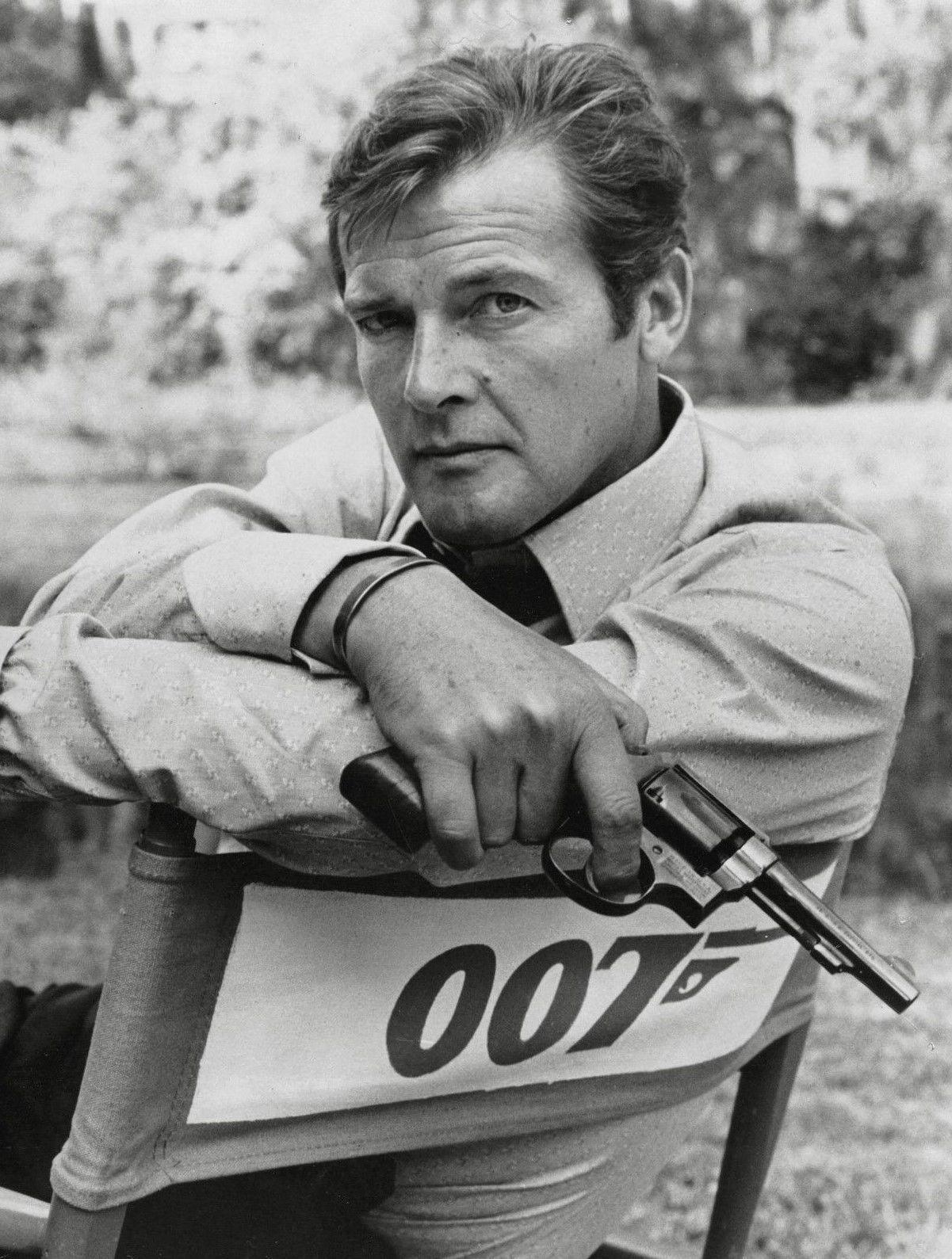 2019 roger moore 007 james bond art silk print poster 24x36inch60x90cm 012 from chuy8988 10 93 dhgate com