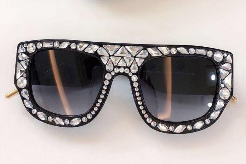 ba4aea3b4 Compre 2019 Novo Luxo Óculos De Sol Swarovski Cristal Templo Óculos Full  Frame Óculos De Sol Com Diamante Para O Homem Mulher Com Caixa De Xzz2019,  ...